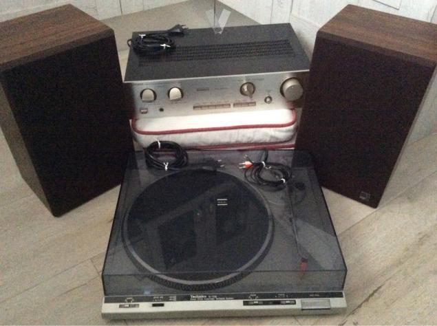 tocadiscos con amplificador y altavoces