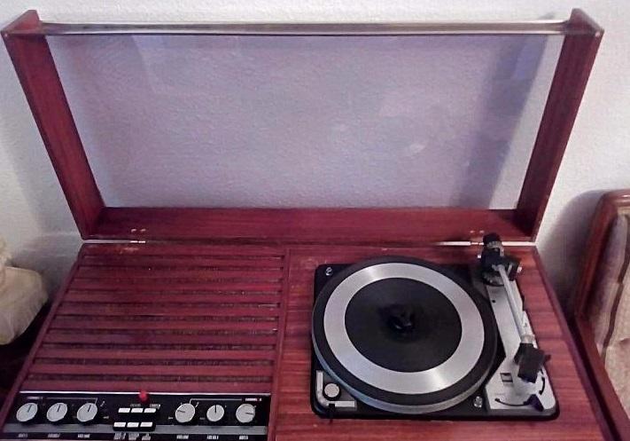 tocadiscos con amplificador y altavoces integrados