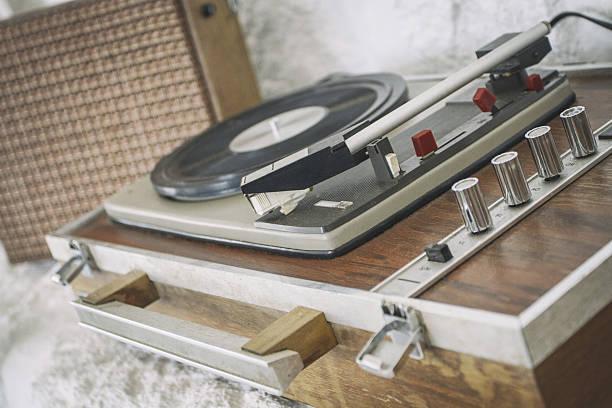 tocadiscos antiguos maleta retro