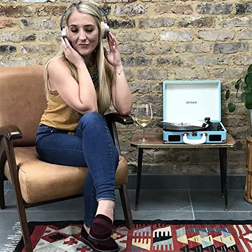 tocadiscos denver maleta mujer joven escuchando música