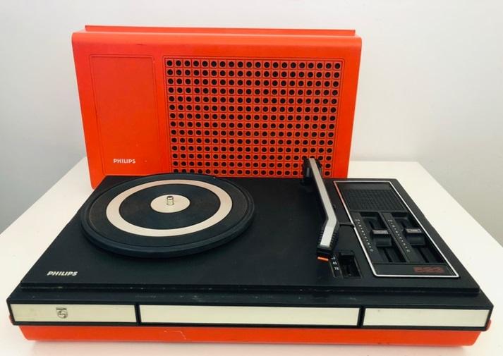 tocadiscos vintage color rojo