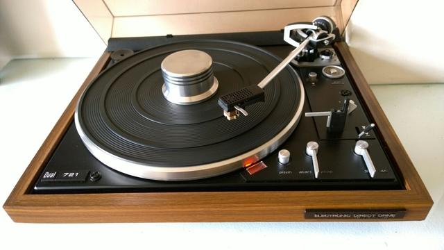tocadiscos vintage moderno